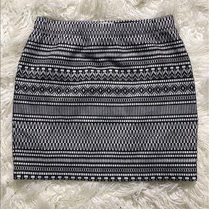 ‼️Reitmans Sweet Pattern Stretch Skirt